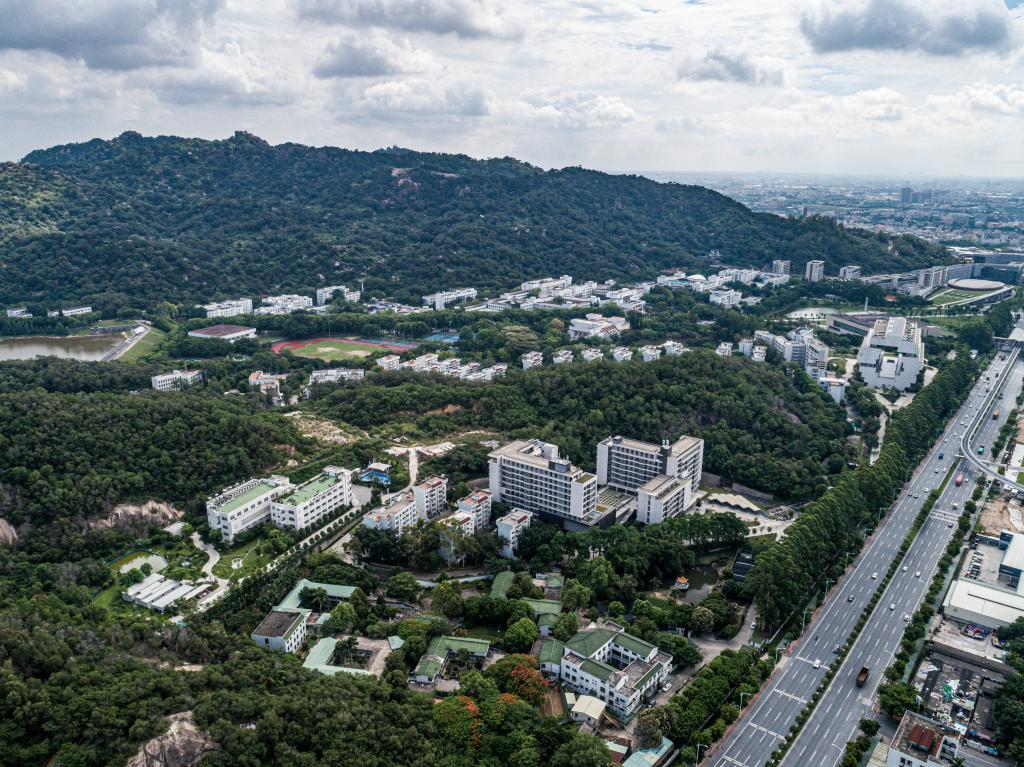 "<span style=""font-family:times new roman;font-size:18px;""><strong><span style=""font-family:times new roman;""></span><span style=""font-family:times new roman;font-size:14px;"">The bird's-eye view of Shantou University</span></strong></span>"