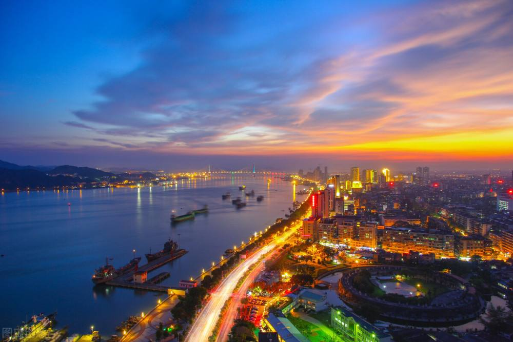 """<span style=""""color:#000000;font-family:times new roman;font-size:14px;background-color:#FCFCFE;""""><strong>Shantou Coastal Corridor</strong></span>"""